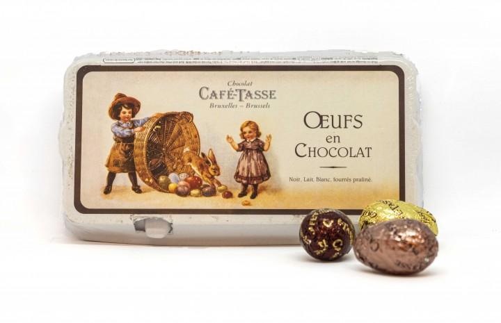 Schokoladen-Eier im Eierkarton